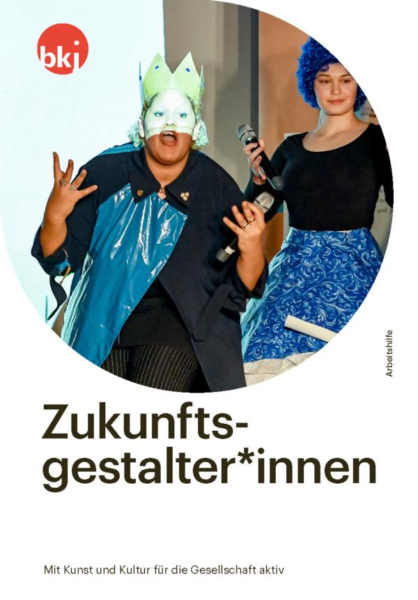 """Titelbild der BKJ-Arbeitshilfe """"Zukunftsgestalter*innen. Mit Kunst und Kultur für die Gesellschaft aktiv"""""""